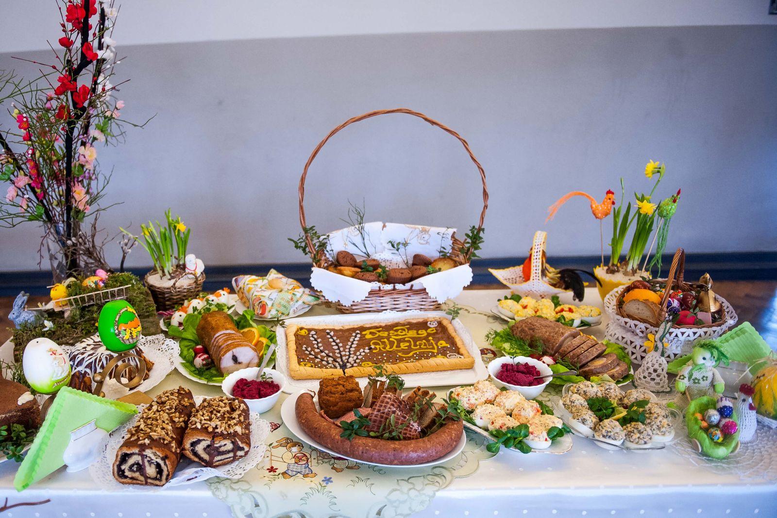 Najpiękniejszy, tradycyjny stół wielkanocny.